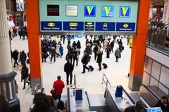 Gedrängte Station der öffentlichen Transportmittel Lizenzfreie Stockfotografie