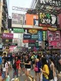 Gedrängte Straße in Hong Kong-Mitte Lizenzfreie Stockfotografie
