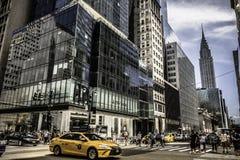 Gedrängte Straße in New York City stockfotos