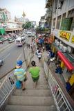 Gedrängte Straße in Rangun Stockbild
