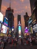 Gedrängte Straßen des Times Square, New York City, NY lizenzfreie stockfotos
