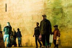 Gedrängte Straßen von Marrakesch lizenzfreie stockfotografie
