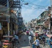Gedrängte Straßen von Neu-Delhi, Indien lizenzfreies stockbild
