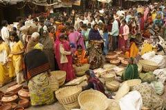 Gedrängter indischer Markt stockfotos