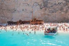 Gedrängter Navagio-Strand auf Zakynthos-Insel Lizenzfreie Stockbilder
