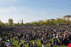 Gedrängter Park (Goerlitzer-Park) in Berlin, Kreuzberg während kann Stockbilder
