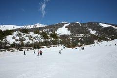 Gedrängter Skiort Stockbilder