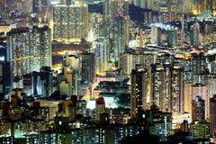 Gedrängtes im Stadtzentrum gelegenes Gebäude in Hong Kong Stockbild