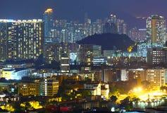 Gedrängtes im Stadtzentrum gelegenes Gebäude in Hong Kong Lizenzfreies Stockbild