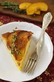 Gedreht Kuchen des Pfirsiches und des Getreidemehls Stockfotografie
