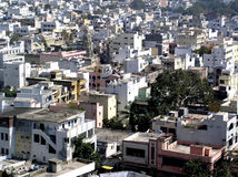 Gedrängte indische Stadt Stockfoto
