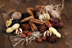 Gedroogd fruit met kaneel en steranijsplant Royalty-vrije Stock Afbeelding