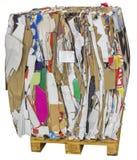 Gedrukte die dozen van karton worden gemaakt op recycling wordt voorbereid stock afbeelding