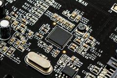 Gedrukte Kringsraad (PCB) met, ICs, Condensatoren, en Weerstanden Stock Foto