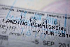 Gedrukte paspoortzegel met een titel het Landen toestemming stock foto
