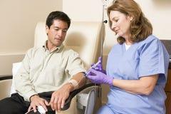 Geduldige durchmachende Chemotherapie Traetment lizenzfreie stockfotos