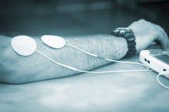 Geduldige Handarm-Handgelenkphysiotherapiebehandlung Stockbilder