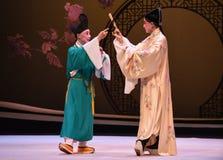 """Geef advies en suggesties van het monnik-Kunqu Opera """"the Westen Chamber† stock foto's"""