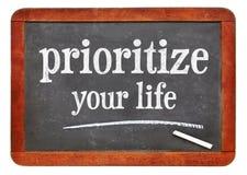 Geef voorrang aan uw het levensraad op bord stock fotografie
