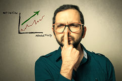 geek με τα γυαλιά έχει μια ιδέα Στοκ φωτογραφία με δικαίωμα ελεύθερης χρήσης