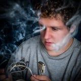 Geek με τα καπνίζοντας καλώδια Στοκ Εικόνες
