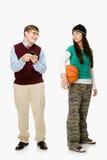 Geek en meisje met basketbal stock foto's