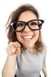 Geekflicka som pekar på kameran Royaltyfri Fotografi