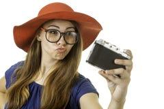 Geeky flicka med kameran Arkivbild