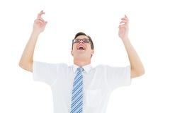 Geeky glücklicher Geschäftsmann mit den Armen oben Stockfotografie