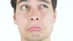 Geeky nervöser Geschäftsmann, der Kamera auf weißem Hintergrund betrachtet lizenzfreie stockbilder