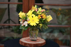 Geel bloemstuk Stock Foto's