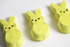 Geel Bunny Marshmallows stock foto