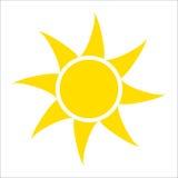 Geel die zonpictogram op witte achtergrond wordt geïsoleerd Vlak zonlicht, teken Vector de zomersymbool voor websiteontwerp, Web vector illustratie