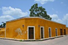 Geel Dorp van Izamal Yucatan in Mexico stock foto's