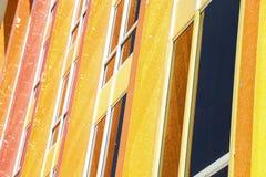 Geel en oranje abstract patroon van glas en steen Stock Afbeeldingen
