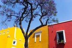 Geel en Rood Huis in Puebla royalty-vrije stock foto's