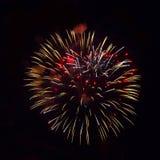 Geel en rood vuurwerk stock foto's