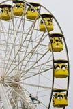Geel ferriswiel Stock Afbeeldingen