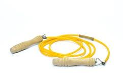 Geel geïsoleerd touwtjespringen Stock Foto's