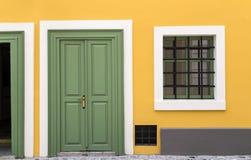 Geel huis stock fotografie