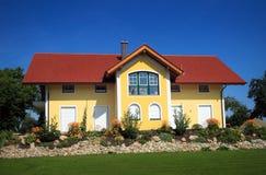 Geel huis royalty-vrije stock foto