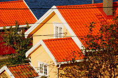 Geel huis dichtbij fjord Kragero, Portor Stock Afbeeldingen