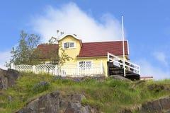 Geel huis, Groenland stock fotografie