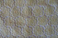 Geel kant met bloemenpatroon Royalty-vrije Stock Afbeeldingen
