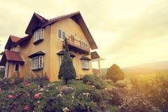 Geel mooi huis een meningspunt in pai, mae de zoon van Hong, royalty-vrije stock fotografie