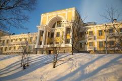 Geel Paleis met kolommen in het museum-Landgoed Arkhangelskoye Royalty-vrije Stock Foto