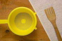 Geel plastic vergiet Royalty-vrije Stock Afbeeldingen