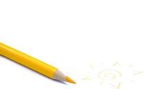 Geel potloodkleurpotlood en een zon Stock Afbeelding