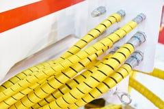 Geel slangen hydraulisch systeem stock foto's