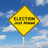 Geel uithangbord naar verkiezing stock afbeelding